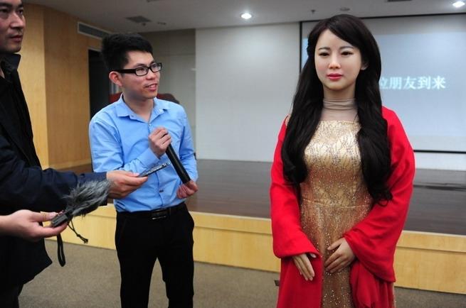 Kineski robot Jia Jia može da razgovara sa ljudima