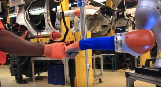 Roboti u Fordovoj fabrici kuvaju kafu i bacaju petaka