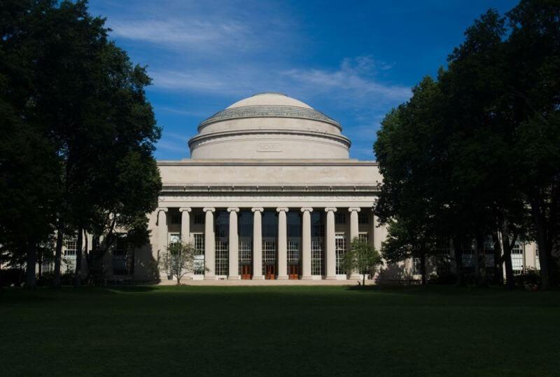 Uporedite školarine na najpoznatijim fakultetima sveta sa našim univerzitetima