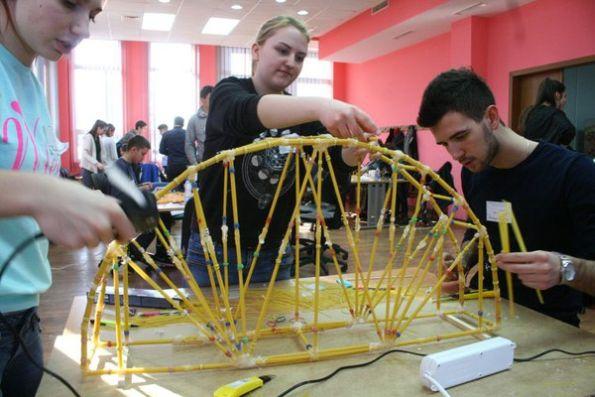 Takmičenje u pravljenju mostova od špageta