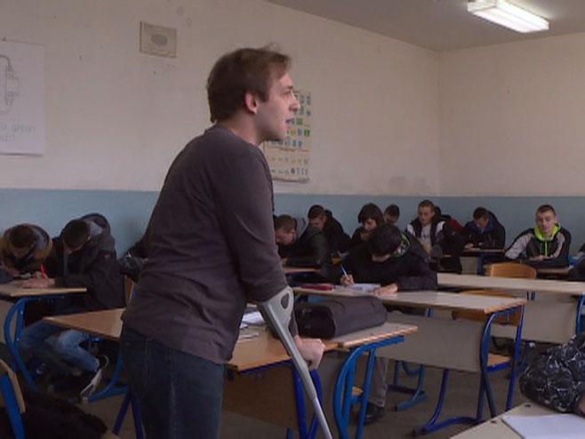 Omiljen među učenicima: Profesor koji boluje od cerebralne paralize pokazao da snažna volja pomera granice