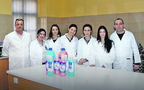 Škola kao fabrika: Subotički srednjoškolci na praksi šiju i prave tečni sapun koji prodaju sugrađanima