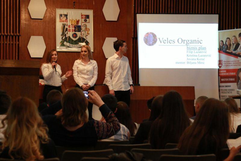 Srednjoškolci davali ideje za pokretanje biznisa u okviru projekta Mladi preduzetnik na Voždovcu