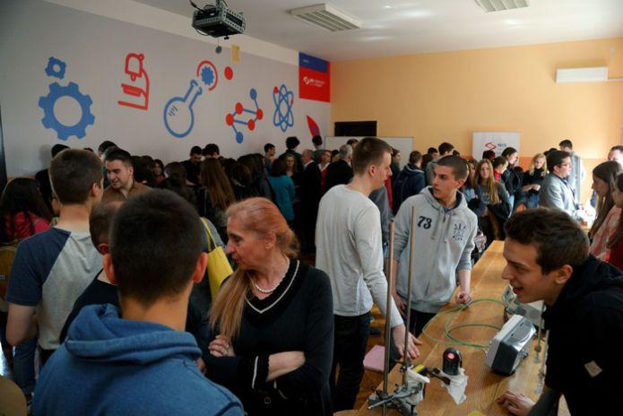 Prva beogradska gimnazija dobila novu laboratoriju za fiziku uz podršku NIS-a