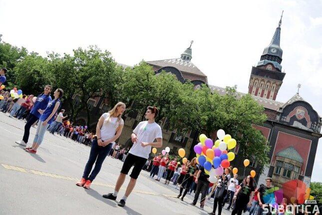 Maturanti srednjih škola plesali na gradskom Trgu u Subotici