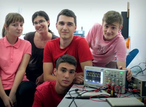 Ovi srednjoškolci su najbolji fizičari i hemičari, a sada će pokušati da se dokažu u svetu