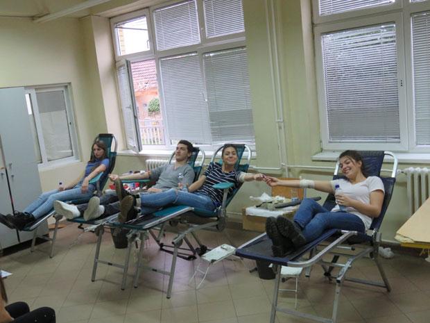 Kraljevački srednjoškolci dobrovoljno dali krv