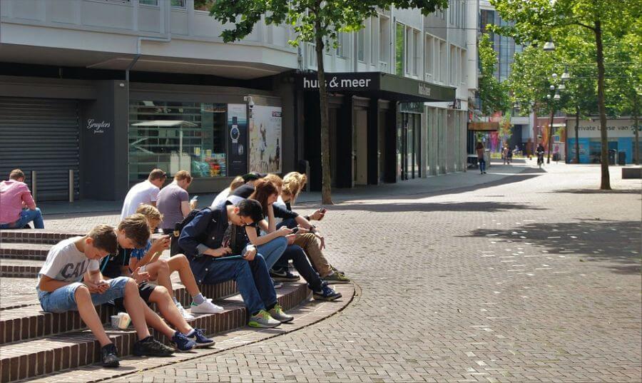 Polovina mladih nema uzore, jutjuberi i blogeri sve popularniji